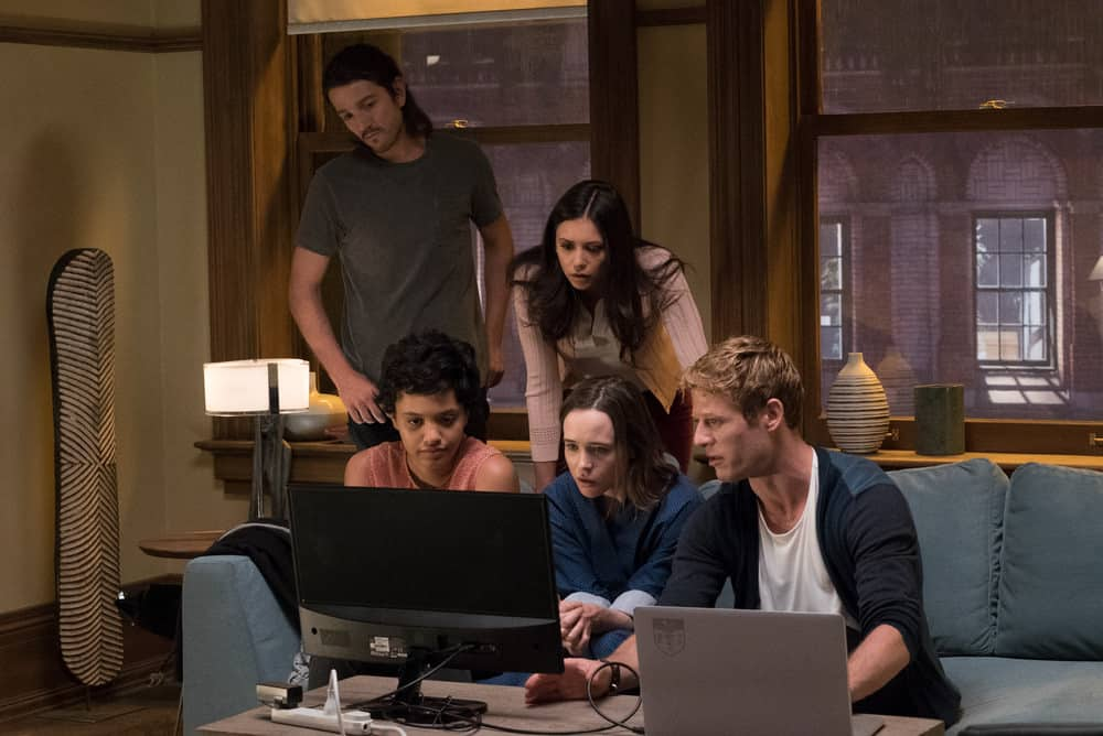 Ray (Diego Luna, Sophia (Kiersey Clemons), Marlo (Nina Dobrev), Courtney (Ellen Page) and Jamie (James Norton) analyze images from Courtney's brain scan in Columbia Pictures' FLATLINERS.